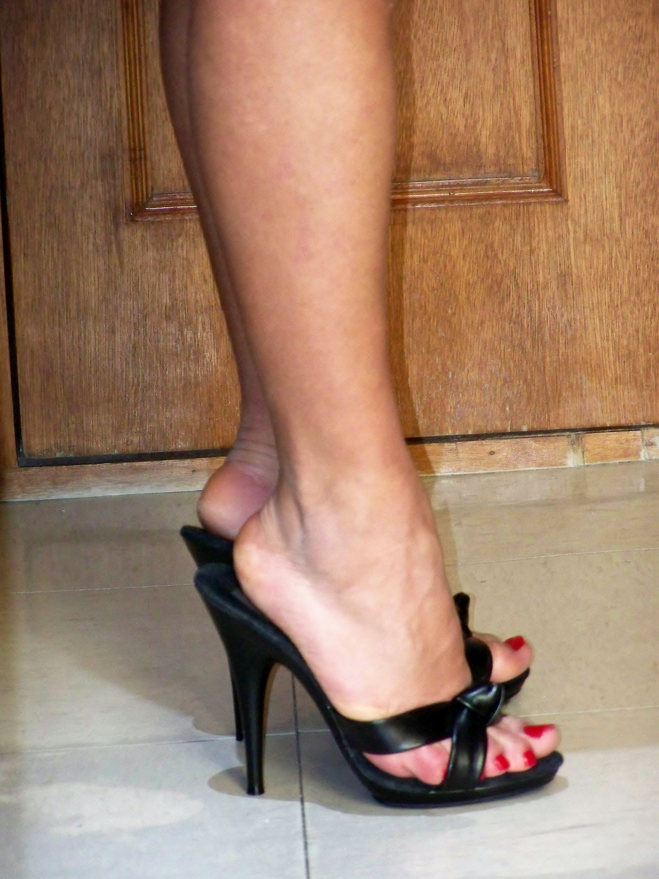 Pin on high heel sandals outfit