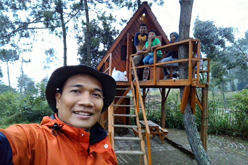 Papandayan Camping Ground Atau Penduduk Setempat Menyebutnya