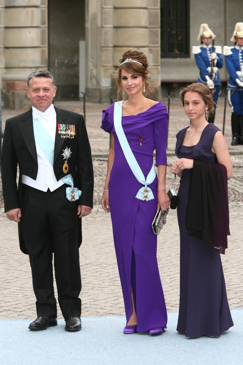 King Abdullah Queen Rania With Their Eldest Daughter Princess Iman At The Wedding Of Crown Princess Victori Queen Rania King Queen Princess Princess Victoria [ 1200 x 800 Pixel ]