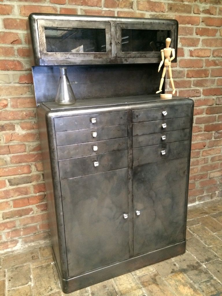 ancien meuble de dentiste deux corps en m tal patine graphite des ann e 50 compos sur la partie. Black Bedroom Furniture Sets. Home Design Ideas