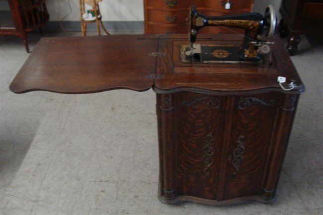 Antique Franklin Oak Cabinet Treadle Sewing Machine in : Lot 179 - Antique Franklin Oak Cabinet Treadle Sewing Machine In : Lot 179