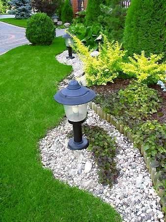 Na osvetlenie sú vhodné lampy s tienidlami, so smerovaním svetla na určité miesto či už nadol alebo nahor. Čoraz viac sa využívajú prenosné a solárne lampy, ...
