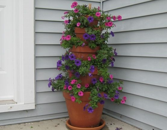 Stacked Flower Pots Complete How To Instructions With Different Flower Selections Included Flower Tower Small Gardens Plants