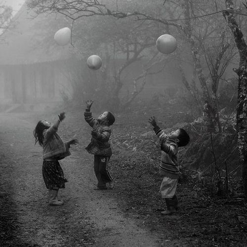 """Vo Anh Kiet -National Geographic Traveler Photo Contest Second place winner, by Vo Anh Kiet. """"H'Mong minority children were playing with their balloons on a foggy day in Moc Chau - Ha Giang province, Vietnam. Shooting time Jan 2012."""
