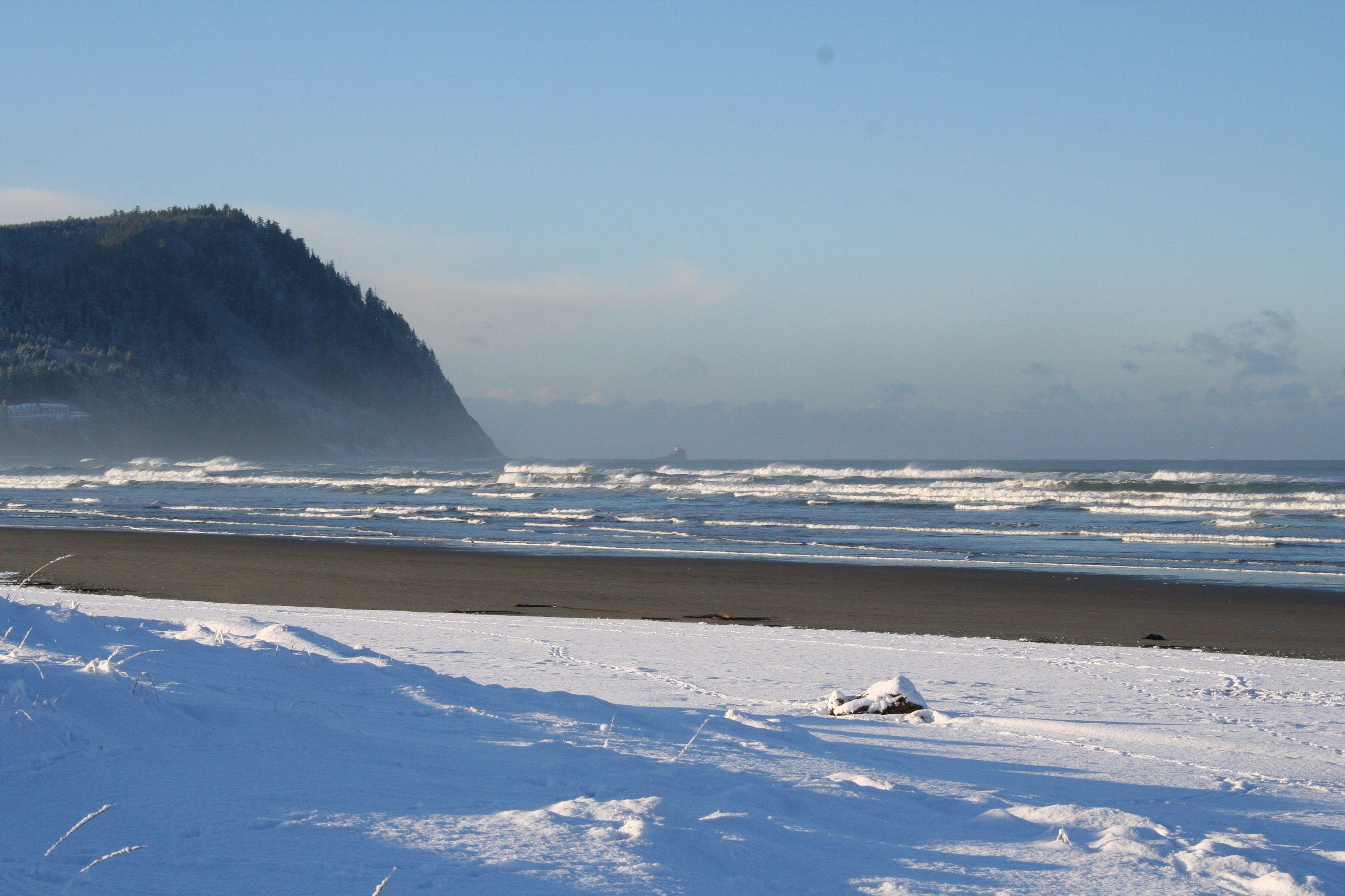 great seashore on is beach right priced seaside inn comforter oregon pin friendly family hotel definitely comfort at
