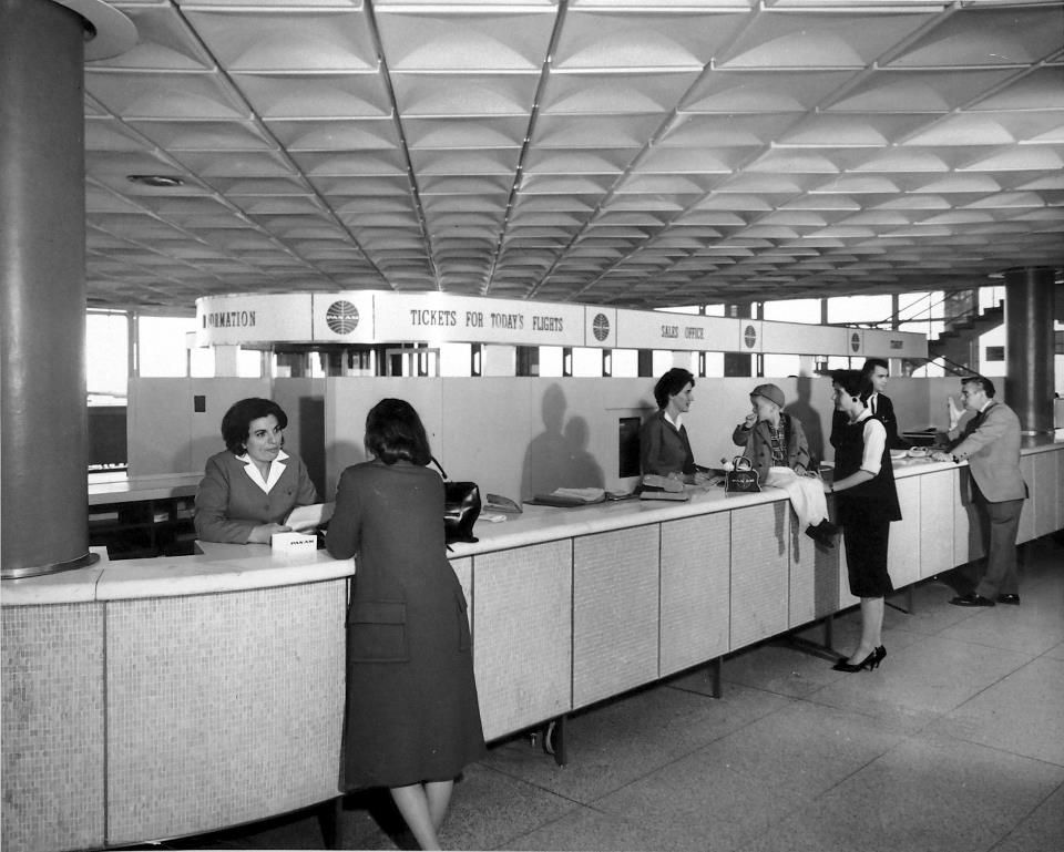Pan Am Ticket Counter-Worldport (With images) | Vintage airlines. Vintage aviation. Pan american airlines