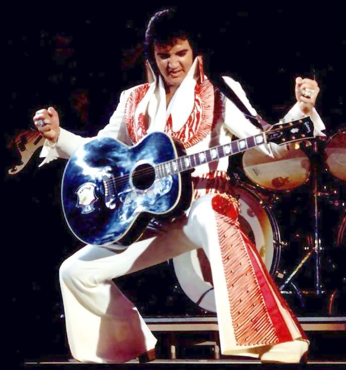 Elvis on stage Las Vegas 1975.....<3