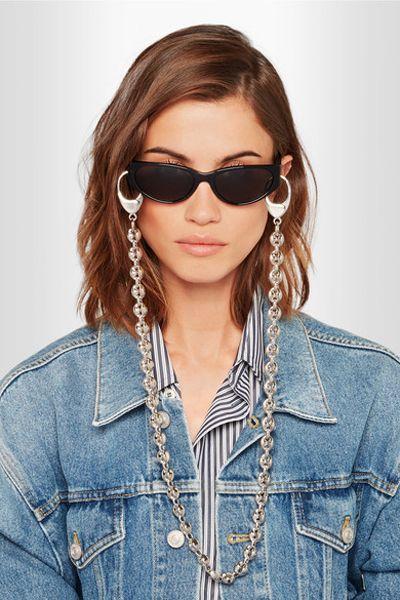 33c6ca1d2 Esse modelo também é de marca famosa: Balenciaga e custa módicos  R$1.030,00. Baratinho, não acha? Foto: divulgação