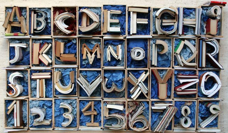 """Vete a saber, y a leer, y a reciclar como se debe.  """"ABC Books"""", obra de Fabio De Minicis,  en Festival Drap-Art 2013. #4R #Reciclaje #EcoConsumo #ResiduOnVas #EnvasOnVas"""