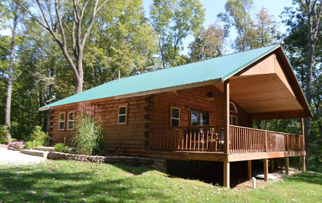 a cabin cabins ohio the deck of in rental rose rentals hills spacious features cheap back team hocking prairie log