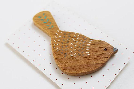 Broche de madera del pájaro trepador azul por AnnaWiscombe en Etsy