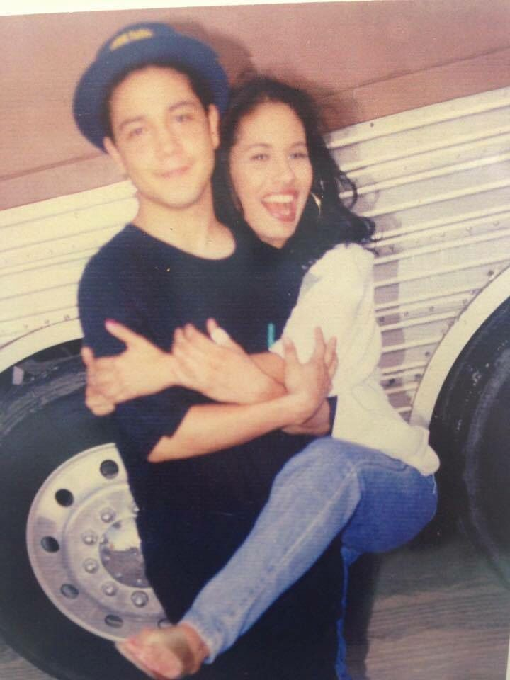 Selena S Husband Shares Rare Adorable Photo Of The Late Singer Selena Quintanilla Selena Siempre Selena