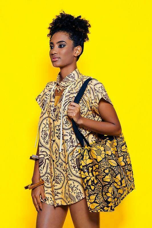 Street Style. #Africanfashion #AfricanClothing #Africanprints #Ethnicprints #Africangirls #africanTradition #BeautifulAfricanGirls #AfricanStyle #AfricanBeads #Gele #Kente #Ankara #Nigerianfashion #Ghanaianfashion #Kenyanfashion #Burundifashion #senegalesefashion #Swahilifashion DK