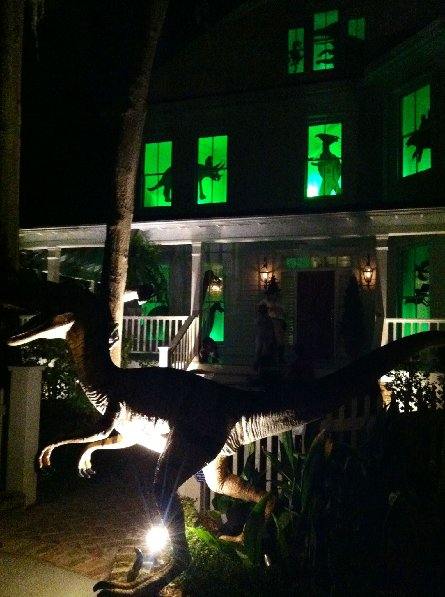 Dinosaur Halloween decor. Awesome!   Trick-or-Treat in ...
