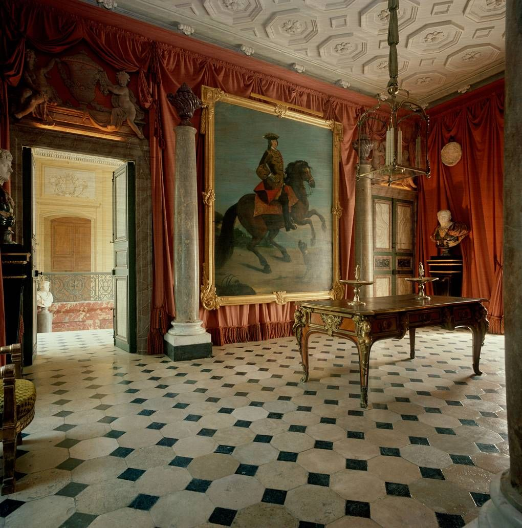 Bennison decorated also the most dramatic interiors from vogue archive beautiful rh pinterest