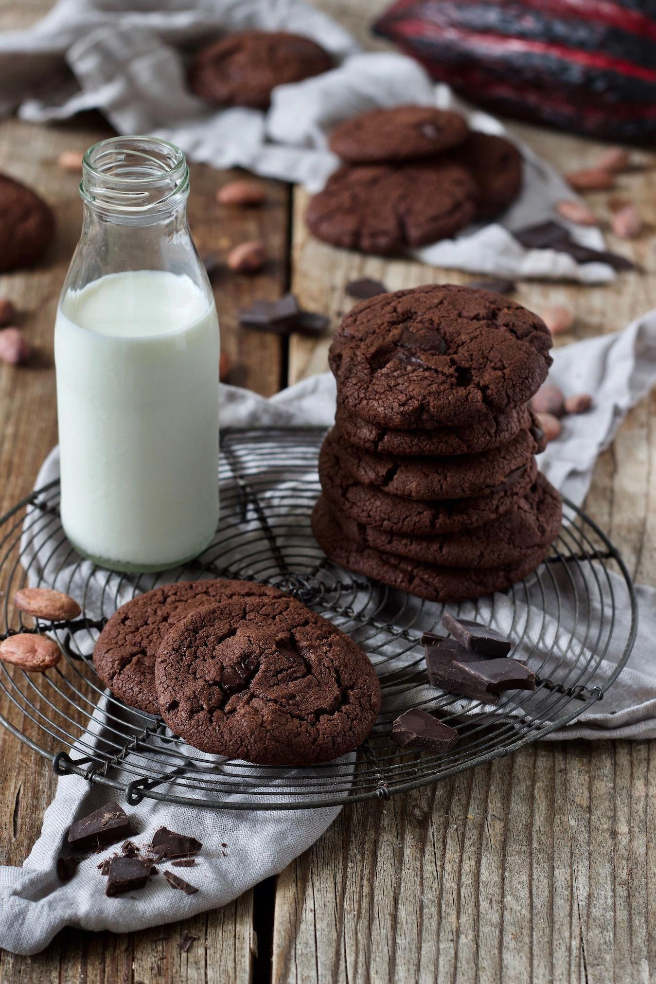 Schoko Cookies Rezept - Diese leckeren Schoko Cookies einfach und schnell gemacht. // Chocolate Cookies Recipe - This easy recipe makes chewy and delicious chocolate cookies that taste like brownies. // Sweets & Lifestyle®️