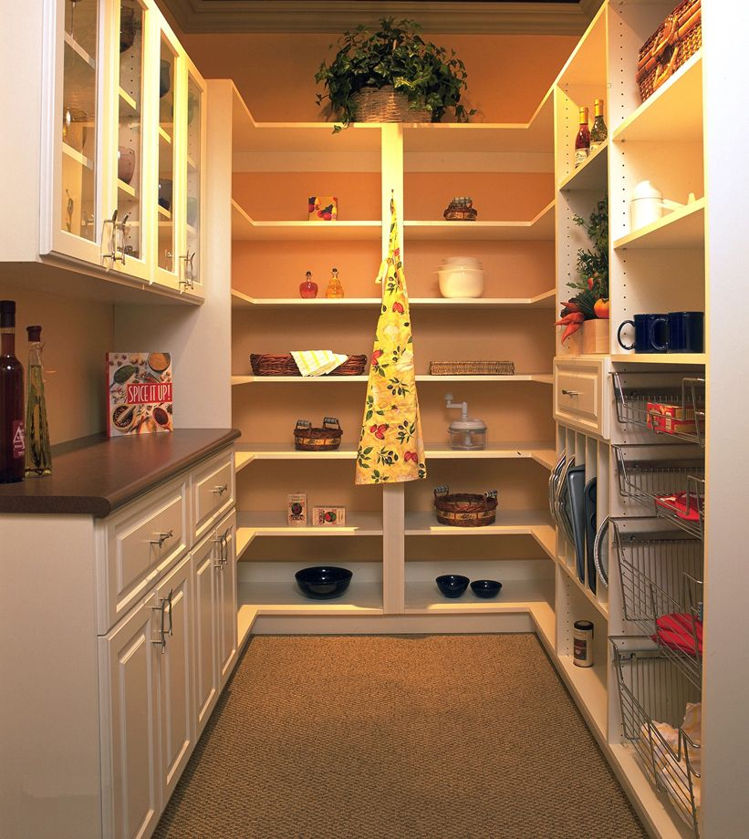 Traditional Gallery Pantry