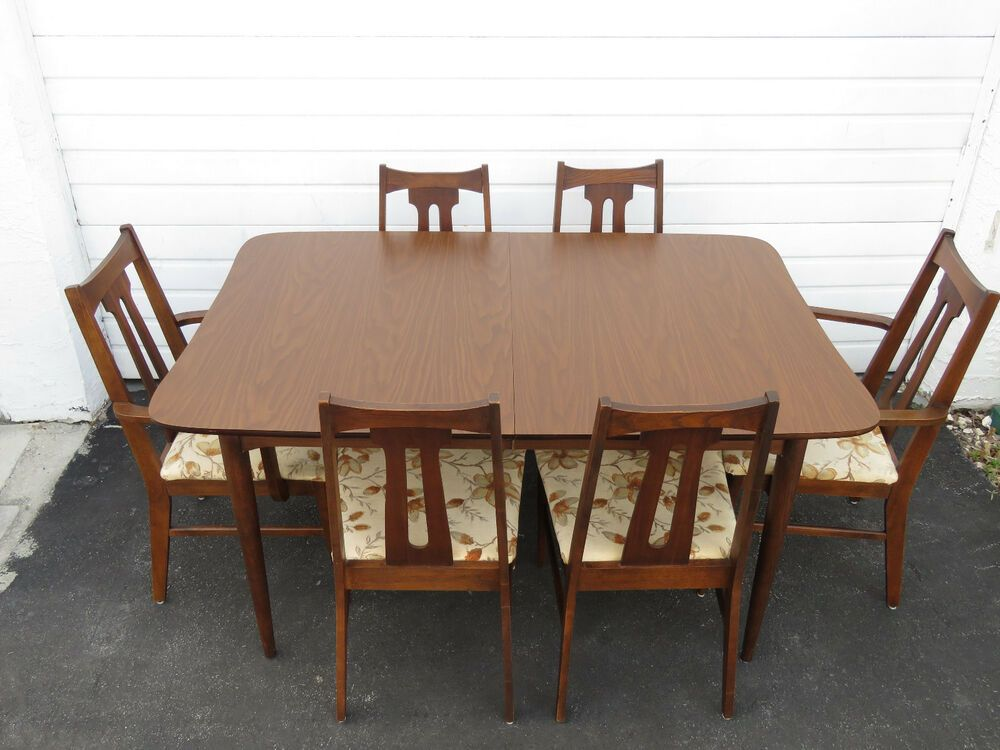 Mid Century Modern Set Of Dining Table And Six Chairs By Bassett