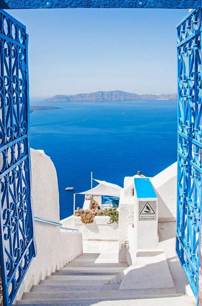Living a Beautiful Life, Santorini, Greece