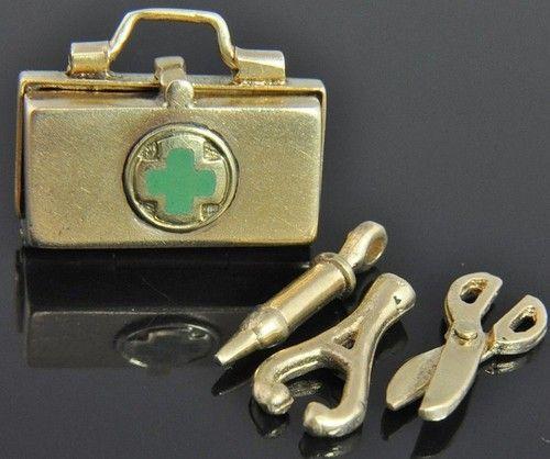 Estate Vintage 14k Yellow Gold Medical Doctor Tools Bag 3D Movable Charm Pendant