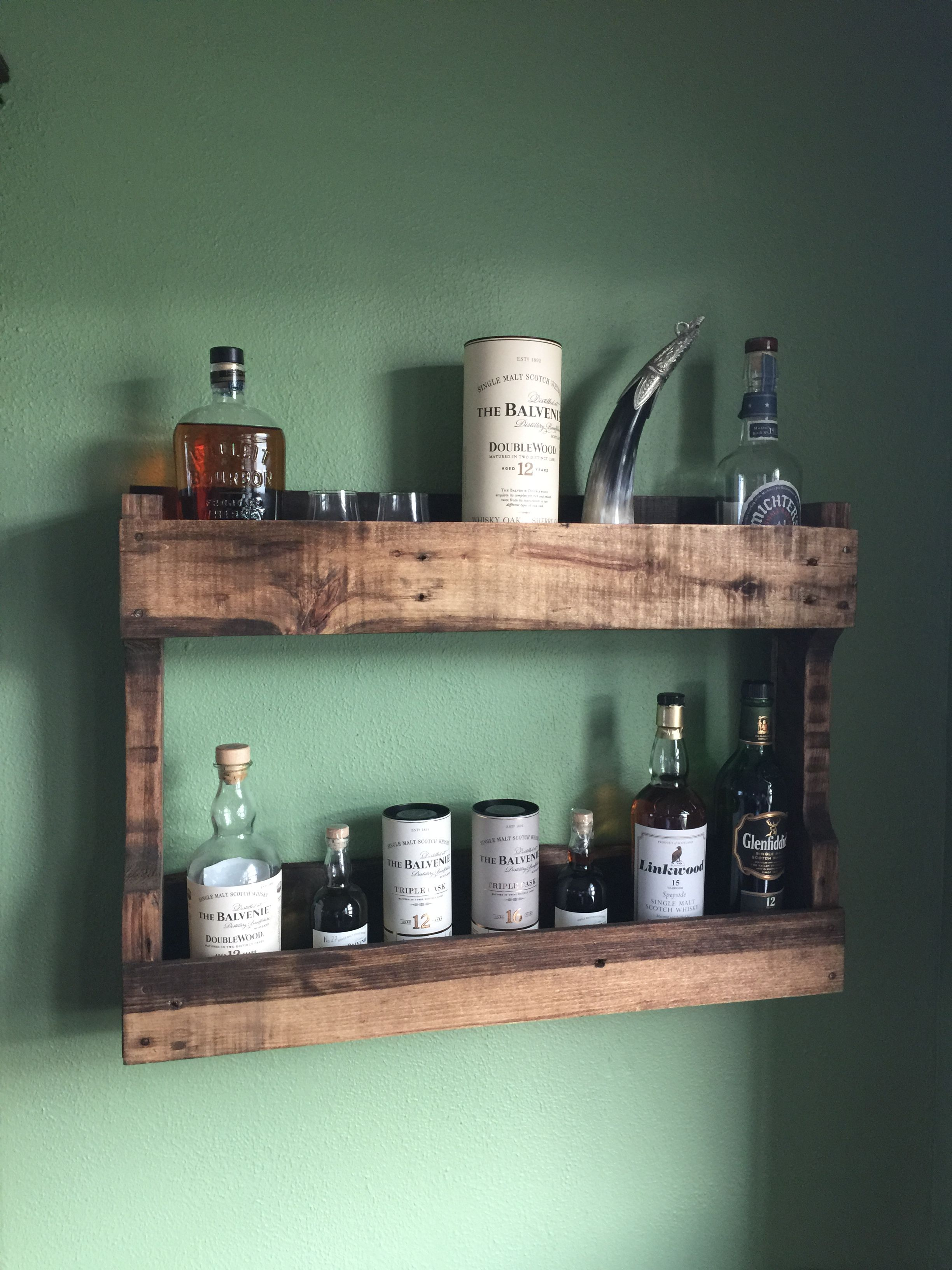 Rustic Whisky Shelf Made From An Reclaimed Pallets ديكور