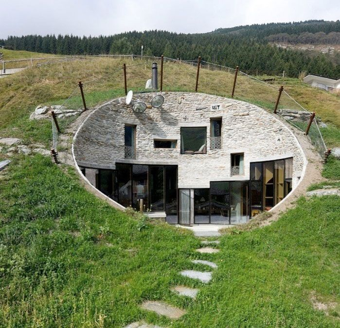 House Built Into Hill >> Cool House Built Into The Side Of A Hill Houses Underground