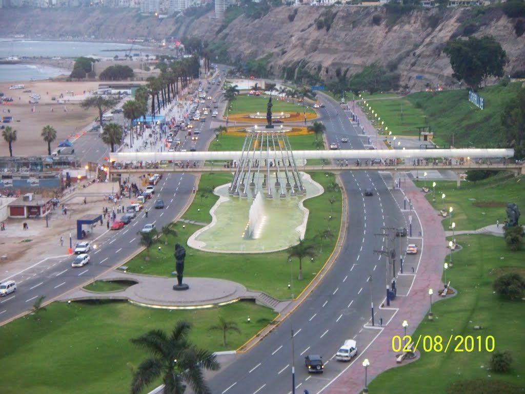El bello malecón de Chorrillos - Lima, Peru