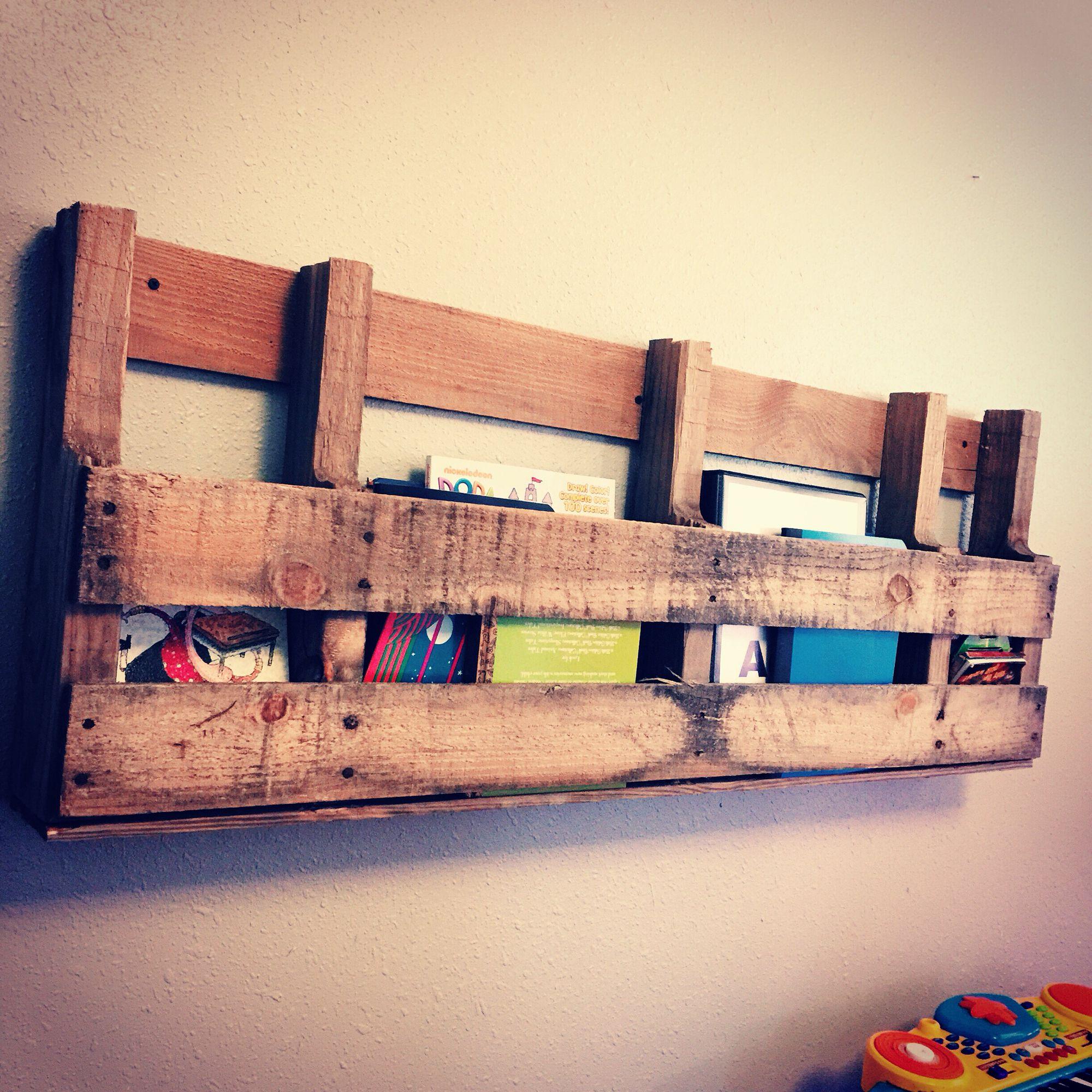 Pallet Bookshelf For The Kids Playroom Very Easy