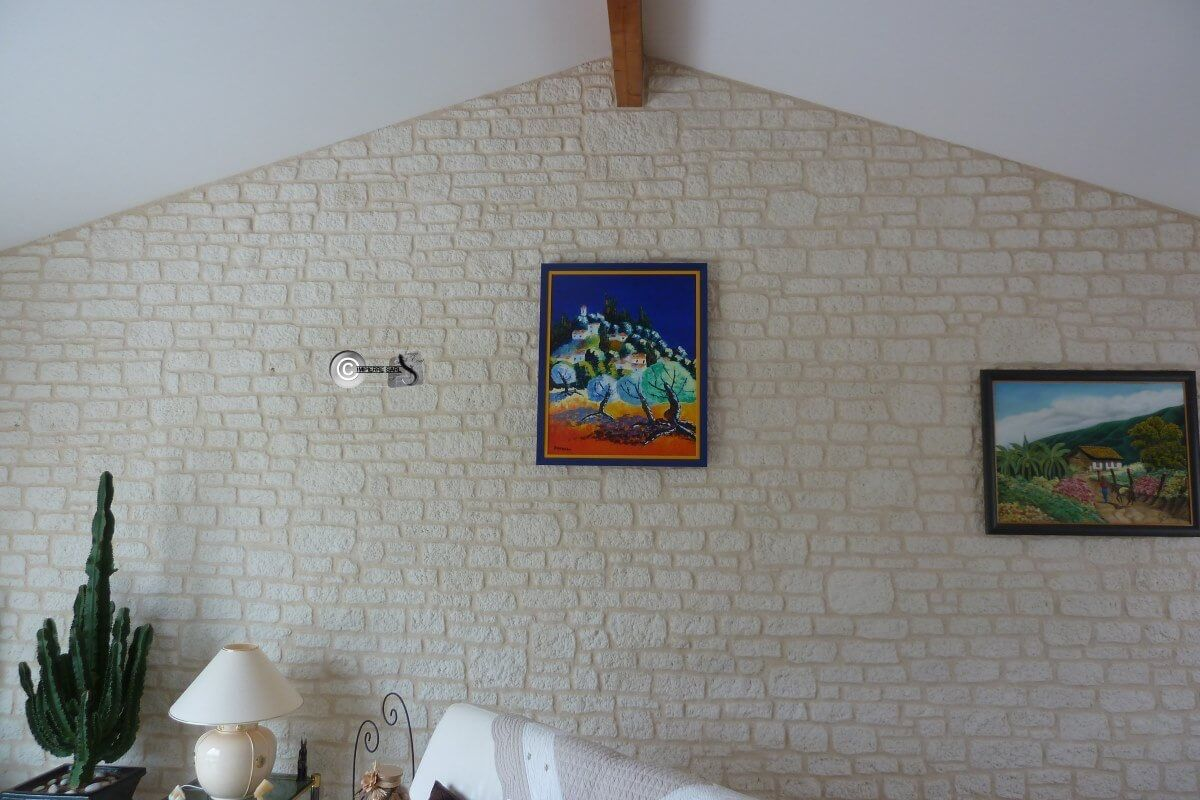 pignon interieur d cor fa on pierre sur placo 39 lagord la rochelle enduit pierre. Black Bedroom Furniture Sets. Home Design Ideas