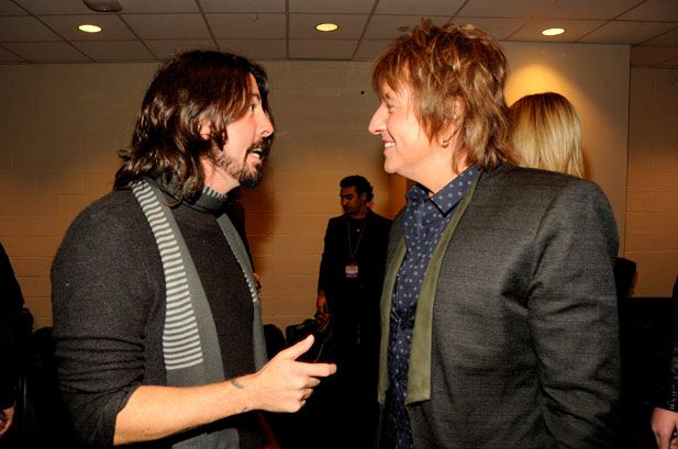 Dave grohl and richie sambora backstage at the 12 12 12 - Foo fighters madison square garden ...