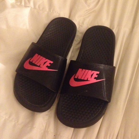 8bbc33e005e3f1 NIKE SANDALS FLIPS FLOPS PINK AND BLACK Size 6-7 perfect condition. Black  and pink. Nike Nike Shoes Sandals