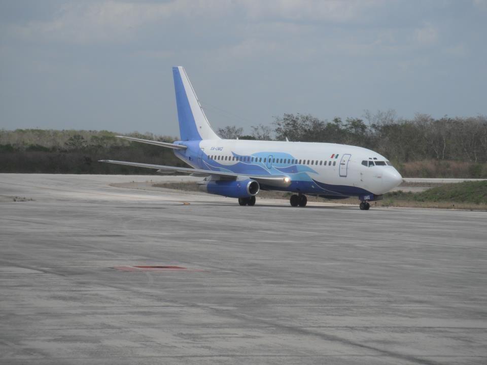Es administrado por el Gobierno del Estado de Yucatán y tiene tres posiciones y una pista de 2.8 kilómetros de longitud, apta para recibir aviones tipo Boeing 737.