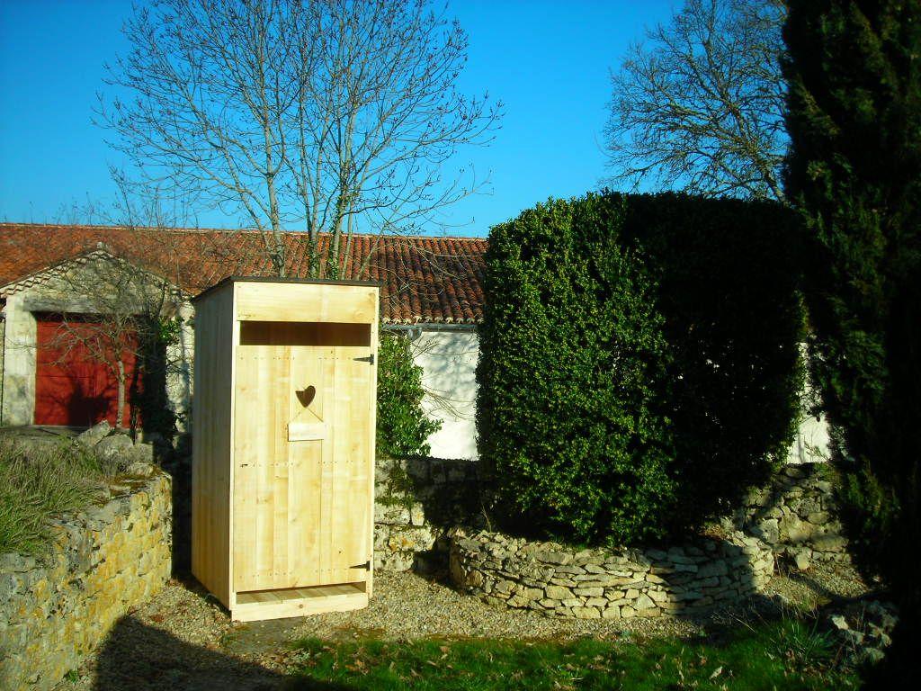 Cabane de toilette sèche à compost au fond du jardin | Fabrication ...