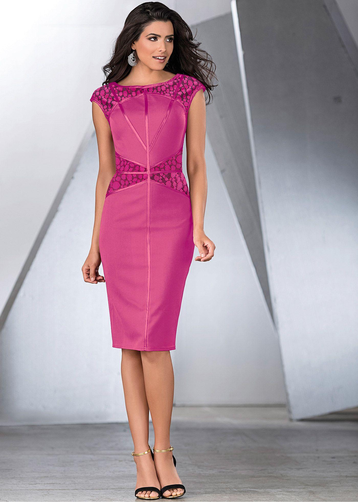 deb6d209a Vestido amora encomendar agora na loja on-line bonprix.de R$ 189,00 a  partir de Vestido com recortes, detalhe em cetim e renda. Seguir as  instruções de .