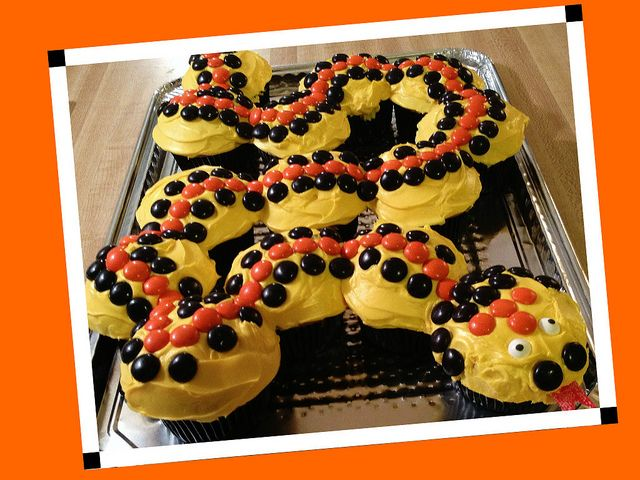 Snake cake by Katie Jackson MS wwwbirthdaycakes4freecom by