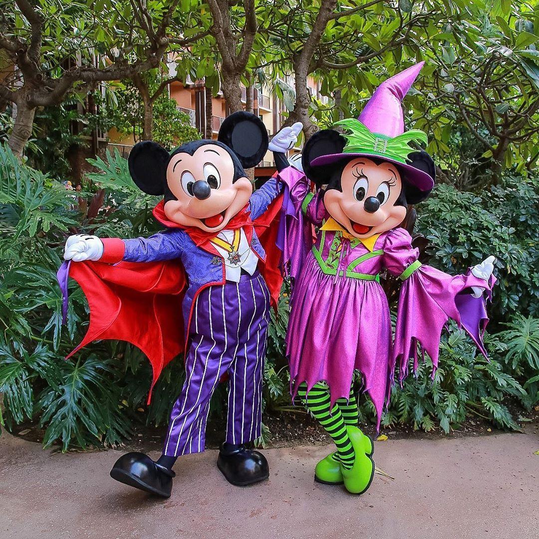 Mickey & Minnie are ready for Halloween at Disney Aulani!