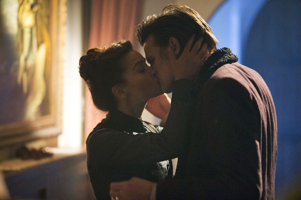 Doctor Who - The Snowmen - The kiss!! Loved it, despite not shipping Whofflé.