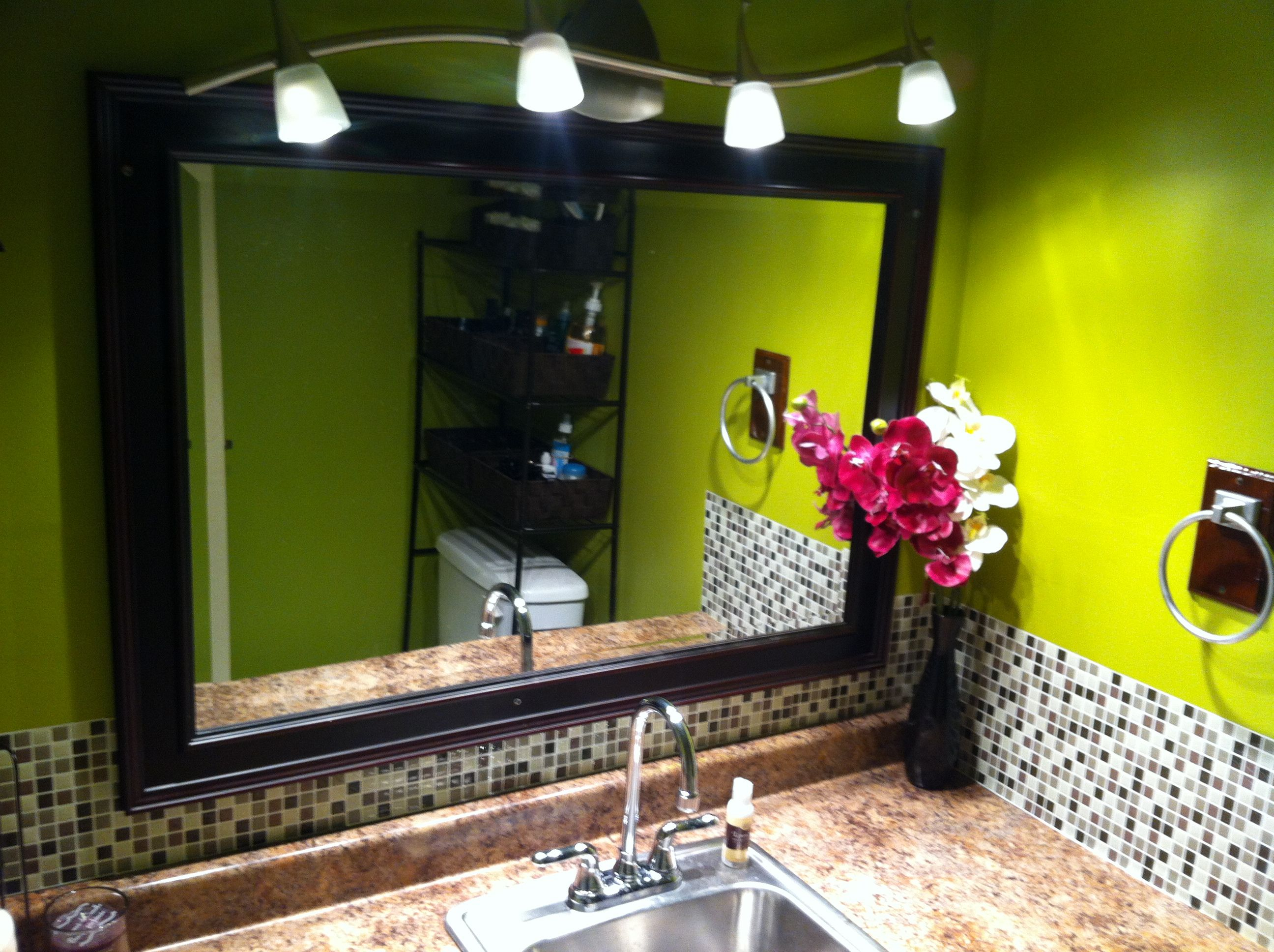 Lime green bathroom i love everything but that shade of for Bathroom decor lime green