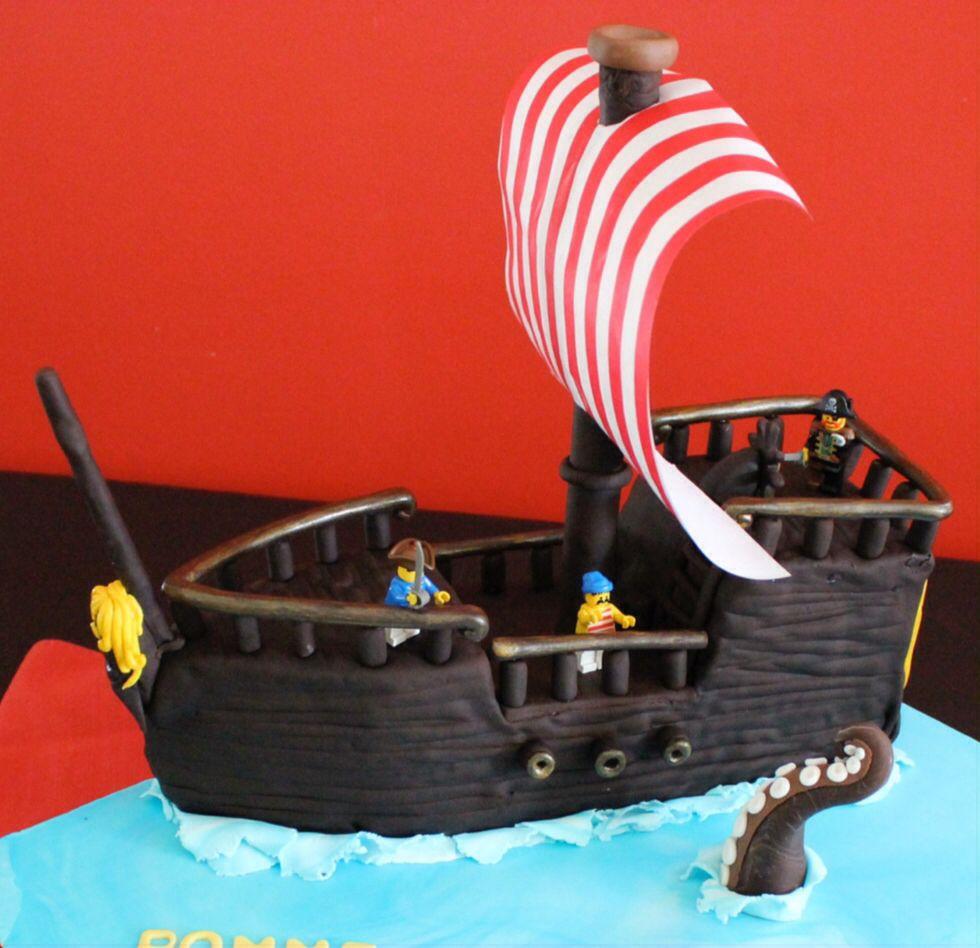 G teau bateau pirate chocolat et vanille seuls la voile - Voile bateau pirate ...