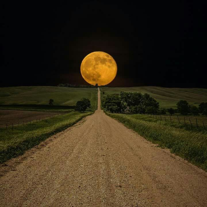 Earth Pictures, Beautiful Moon