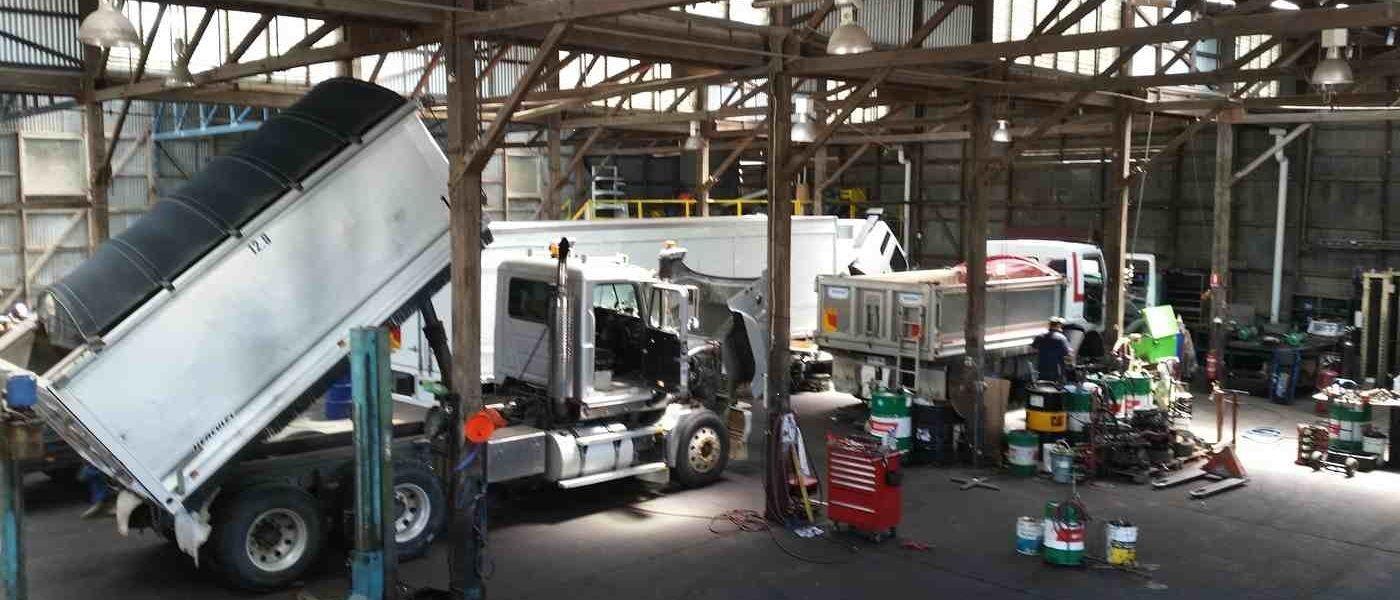 Truck Trailers Repair Truck And Trailer Trucks Truck Repair