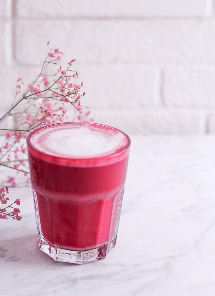 Pomegranate Chai Smoothie | TasteSpotting