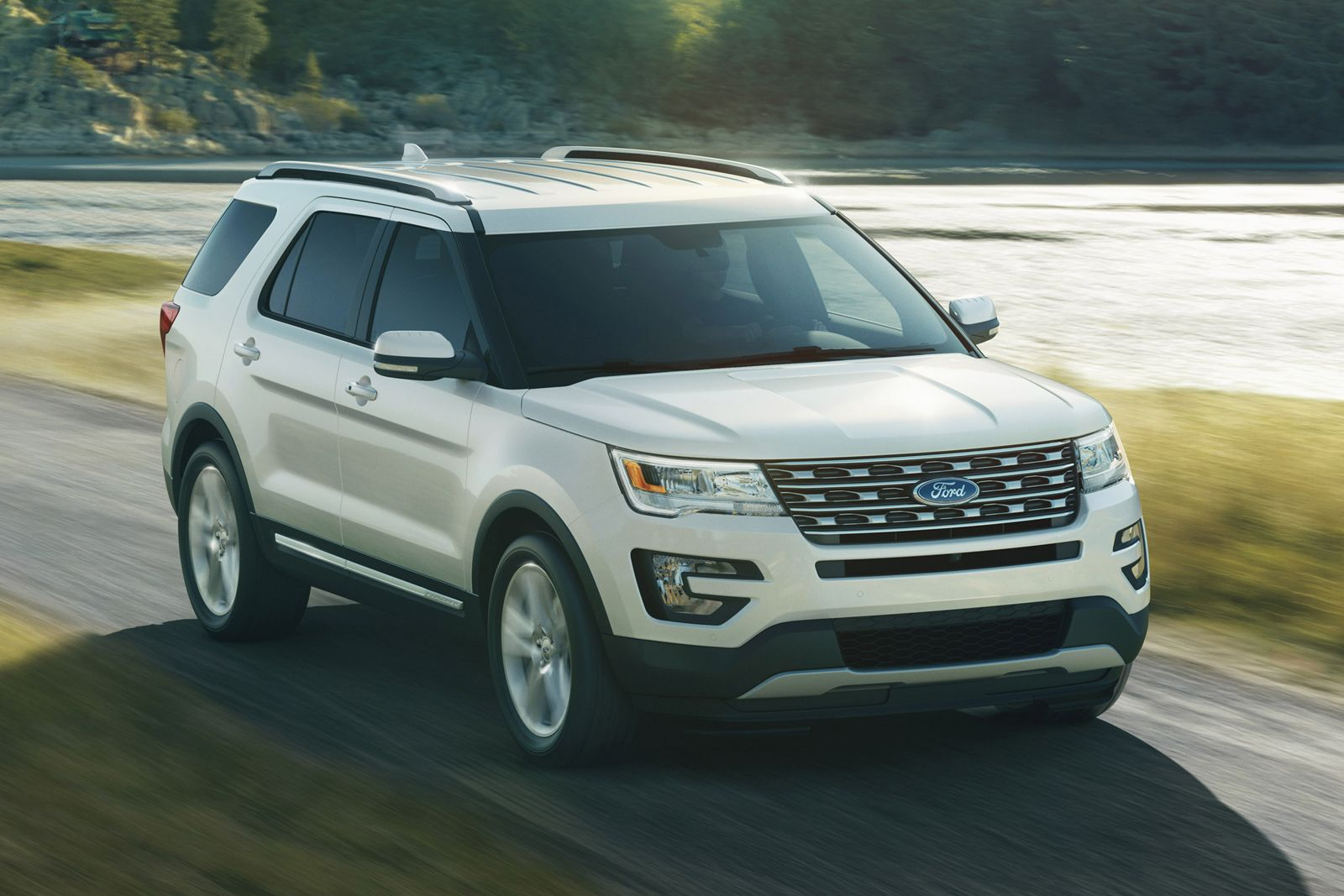 2016 Ford Explorer Gets A New Face 2 3l Ecoboost Engine And Platinum Grade Ford Explorer Ford Explorer Limited Best Suv