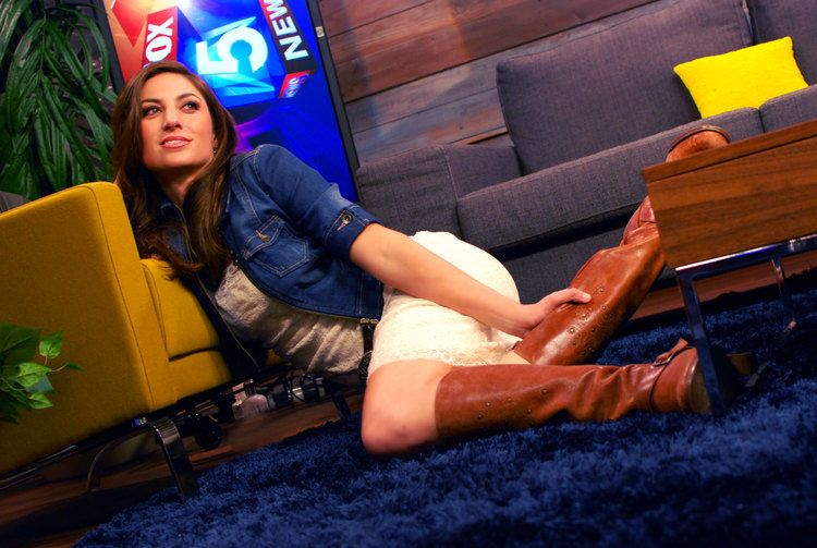 37 Of The Most Beautiful News Anchors On TV Chrissy