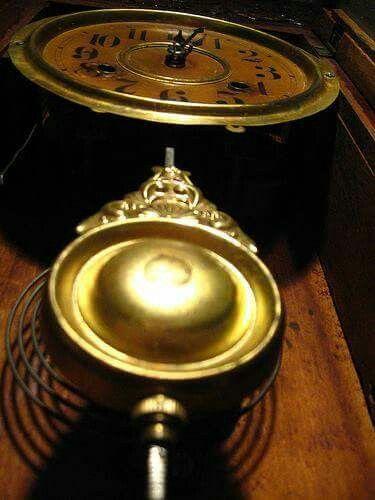 مخترع رقاص الساعة البندول الذي لم تعرفه أوربا قبل القرن السابع عشر هو الفلكي المسلم ابن يونس المصري في القرن الرا Corded Phone Desk Phone Electronic Products