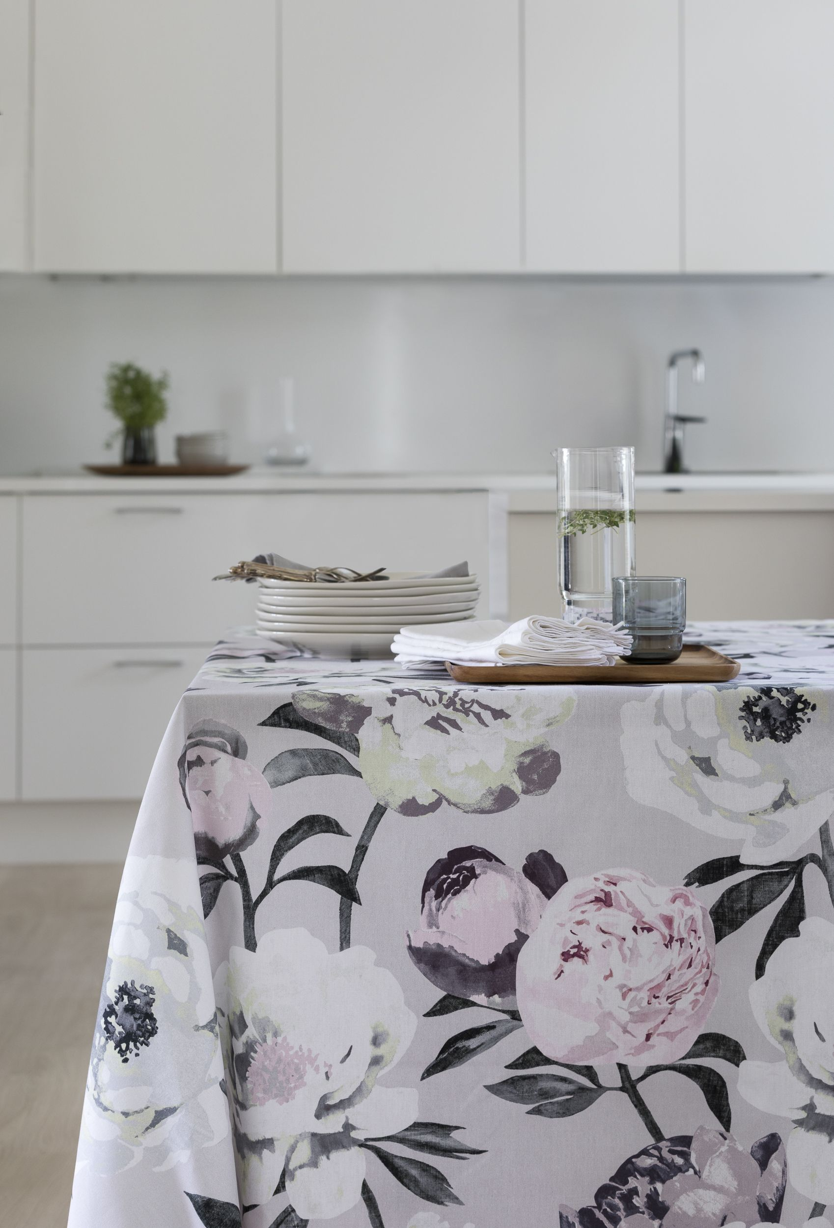 Pioni Tablecloth | Pentik Spring 2018 |Picturesque flowers and ...