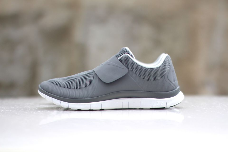 buy popular 24c5e 2fe6a NIKE Baskets Free Socfly Chaussures Homme.
