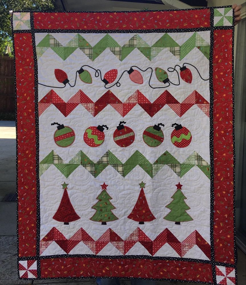 Holiday Trimmings Quilt Kit Moda Good Tidings Fabric Etsy Christmas Quilt Patterns Christmas Quilts Quilt Sewing Patterns