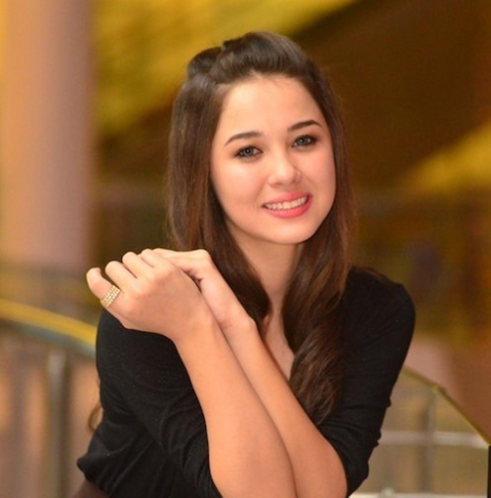 Emma Maembong Girls Pinterest Girl