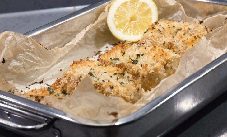 Frasig mandelpanerad torsk med citron och brynt smor
